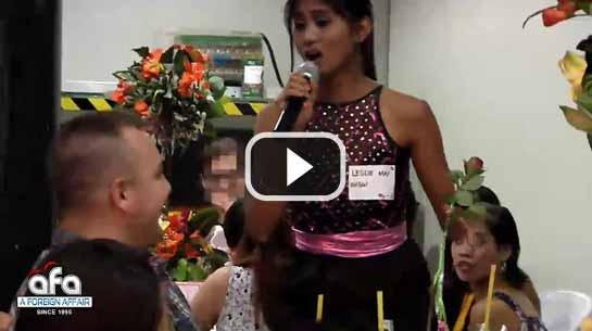 美国农民在菲律宾宿务市会见菲律宾妻子